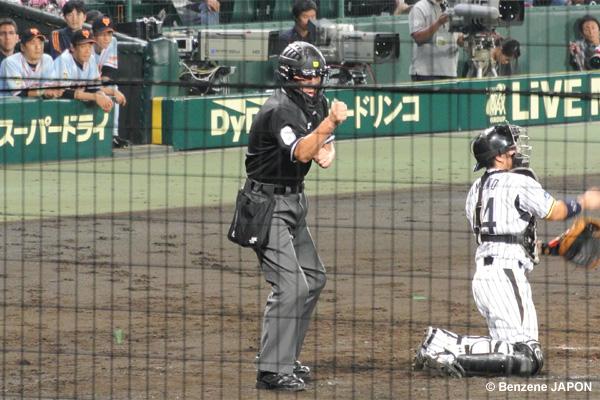 東球審のストライクコール