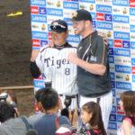 2014/10/11 CS広島戦:CSでもやってくれました!マエケンの100球目を福留がバックスクリーンへ